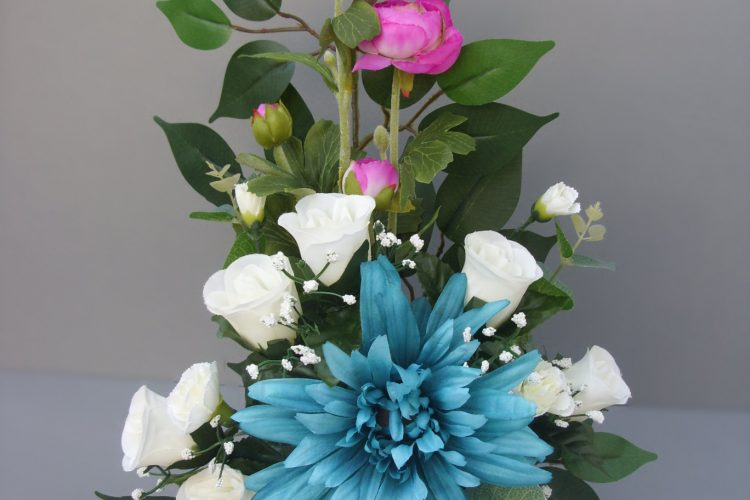 Turquoise Daisy, Rose & Carnations - £28.00