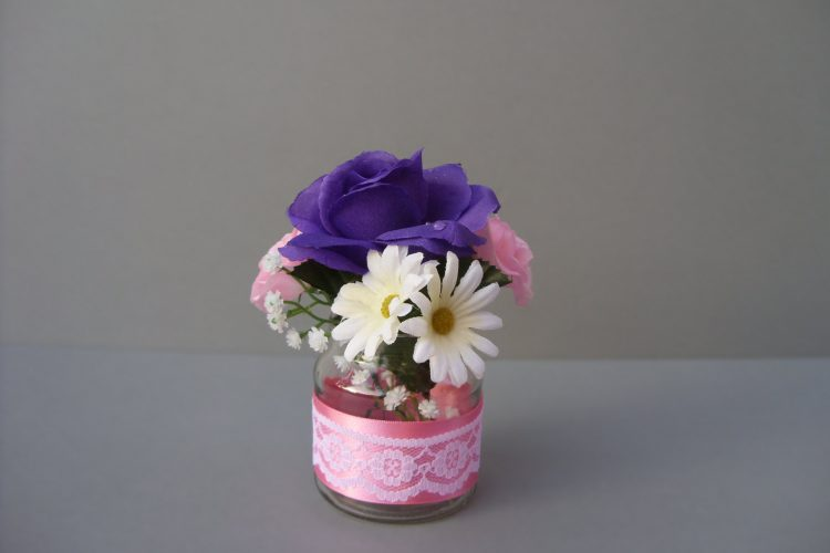 Rose & Daisy Table Arrangement - £6.50
