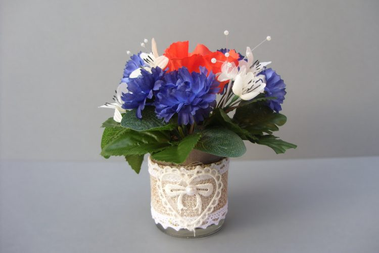 Cornflower & Poppy Table Arrangement - £12.00
