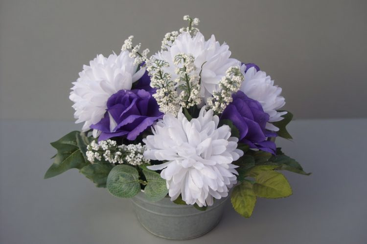 Rose & Chrysanthemum Table Arrangement - £24.50